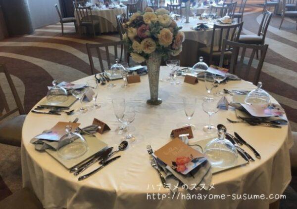 ノートルダム横浜みなとみらいの披露宴会場「THE CANAL」のゲストテーブル