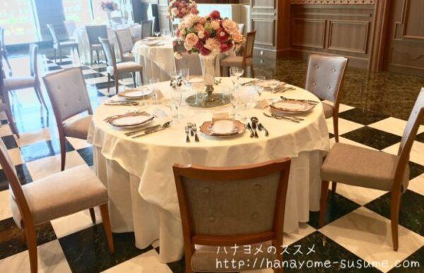 ノートルダム横浜みなとみらいの披露宴会場「THE CLUB」のゲストテーブル