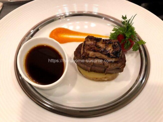 ザ クラブ オブ エクセレントコーストのお肉料理「牛フィレ肉のステーキ ロッシーニ風」