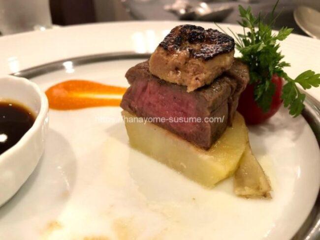 ザ クラブ オブ エクセレントコーストのお肉料理「牛フィレ肉のステーキ ロッシーニ風」の断面