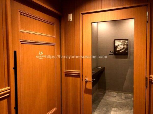 ノートルダム横浜みなとみらいの貸切喫煙ルームと多目的トイレ