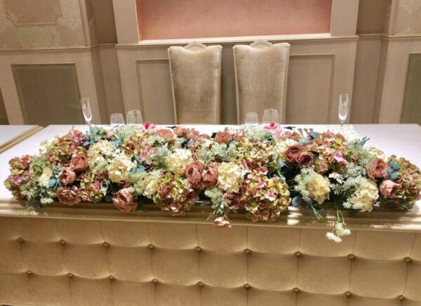 アニヴェルセルみなとみらい横浜の披露宴会場「ヴィラ・スウィート」のメインテーブル
