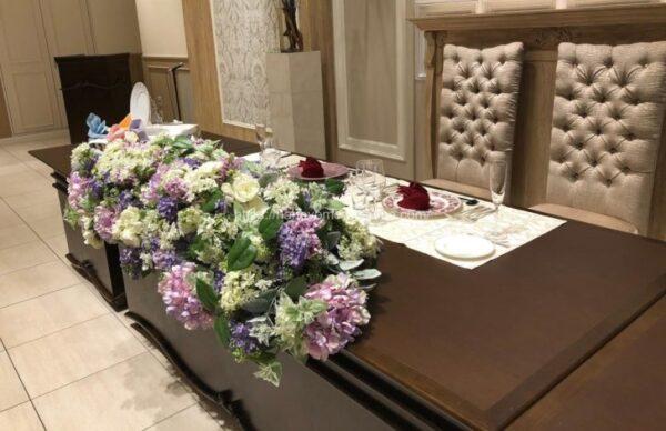 アニヴェルセルみなとみらい横浜の披露宴会場「ヴィラ・オランジェリー」のメインテーブル