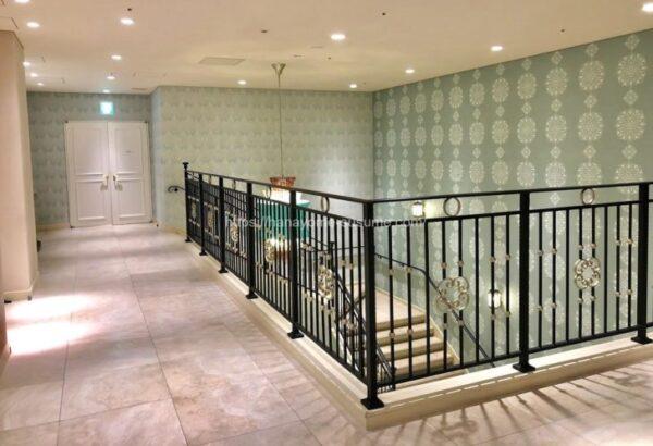 アニヴェルセルみなとみらい横浜の披露宴会場「ヴィラ・リヤド」へ行く途中の階段