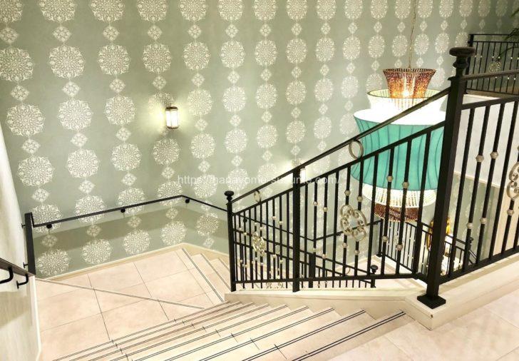 アニヴェルセルみなとみらい横浜の披露宴会場「ヴィラ・リヤド」に行くまでの階段