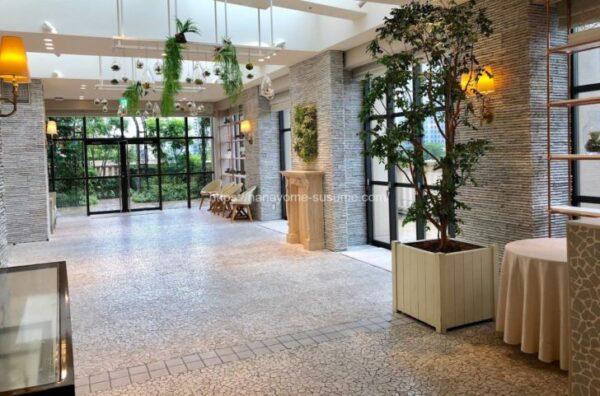 アニヴェルセルみなとみらい横浜の披露宴会場「ヴィラ・オランジェリー」のゲスト専用ラウンジ全体写真