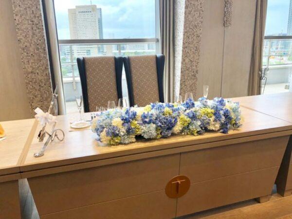 アニヴェルセルみなとみらい横浜の披露宴会場「ザ・ペントハウス」のメインテーブル