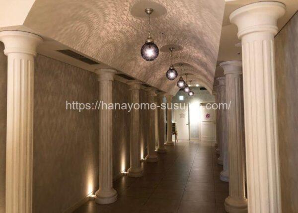 アニヴェルセルみなとみらい横浜の披露宴会場「ヴィラ・リヤド」までのトンネル