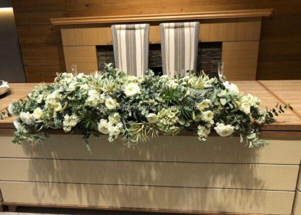 アニヴェルセルみなとみらい横浜の披露宴会場「ザ・テラス」のメインテーブル