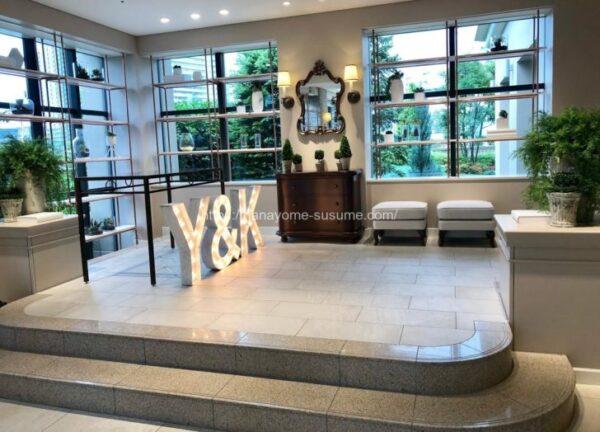 アニヴェルセルみなとみらい横浜の披露宴会場「ヴィラ・オランジェリー」のゲスト専用ラウンジのホール部分