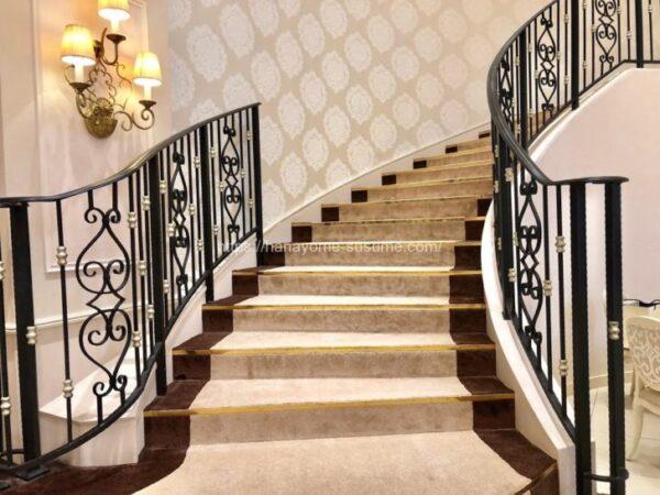 アニヴェルセルみなとみらい横浜の披露宴会場「ヴィラ・スウィート」内にあるらせん階段