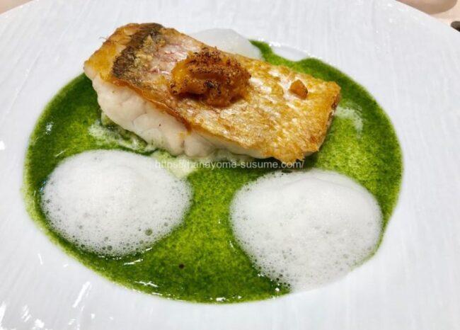 アニヴェルセルみなとみらい横浜の魚料理「甘鯛のポワレ 焼きウニ添え」