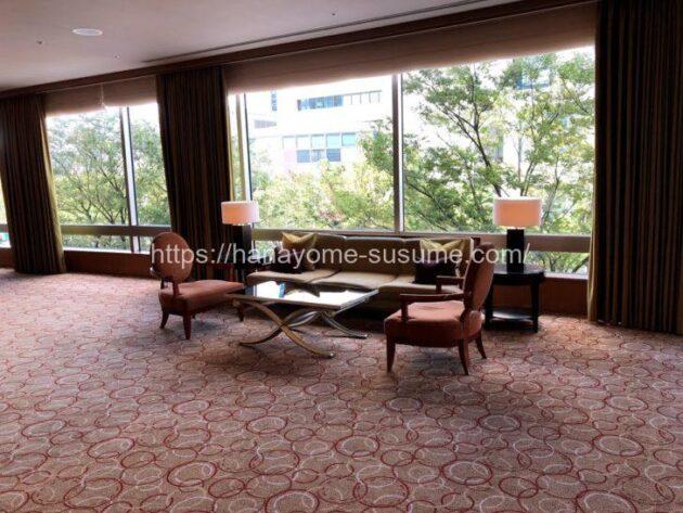 横浜ロイヤルパークホテルの披露宴会場「鳳翔」使用時の受付スペースのソファ