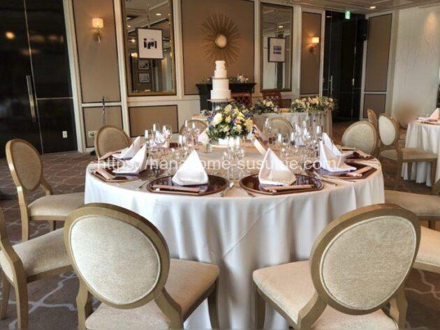 横浜ロイヤルパークホテルの披露宴会場「レインボー・オーロラ」をゲストテーブルから見たイメージ