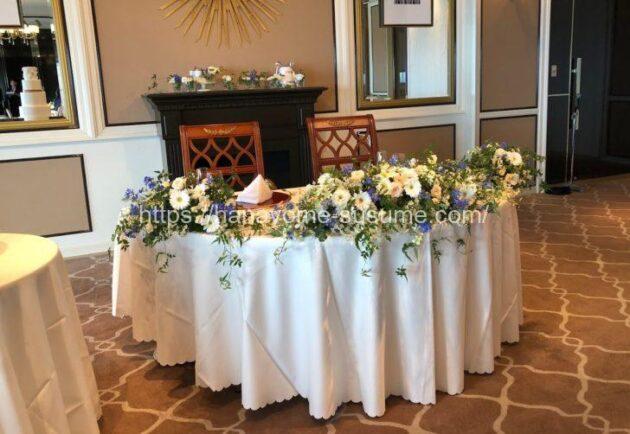 横浜ロイヤルパークホテルの披露宴会場「レインボー・オーロラ」のメインテーブル