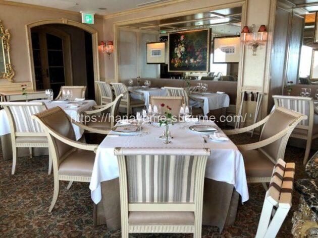 横浜ロイヤルパークホテルのフレンチレストラン「ル・シエール」のテーブル写真