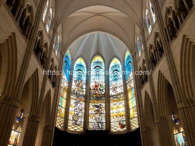 カサ・デ・アンジェラの大聖堂のステンドグラス
